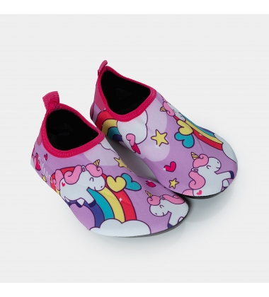 Kids, unicorns and rainbows in pink