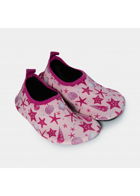 Kids, starfishes and shells in pink