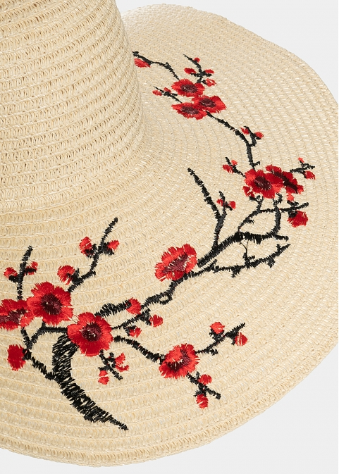 Ecru hat with flowers embroidery